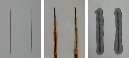 Gezeigt werden Prüfbleche mit Ritz aus einemSalzsprühnebeltest (SST). Links ist eine unbelastet Probe, mittig eine nach 400 h Belastung und rechts nach Belastung und anschließender Abreinigung für die Auswertung dargestellt.