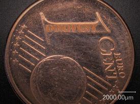 Zur Demonstration der Ortsauflösung wurde auf einem 1 €-Cent Stück der Schriftzug INNOVENT eingelasert