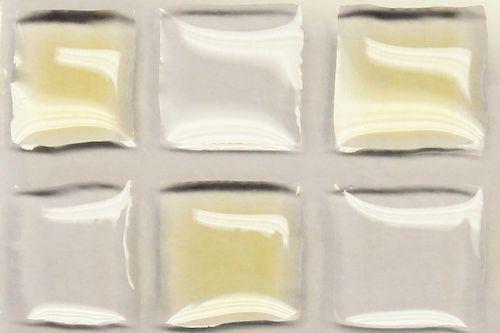 Gezeigt wird aufgetragenes Motoröl und Silikonöl auf einen struktuiert-oleophobierten Glasträger.