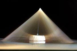 Kegelförmige Anordnung elektrogesponnener Fasern