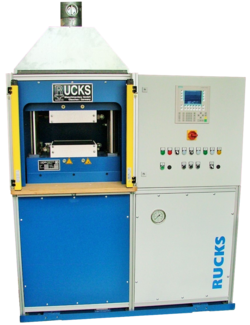 The heatable panel press from the company Rucks GmbH is shown.