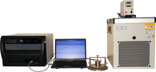 A picture of the Hot-Disk TPS 2500 S with various sensors from 2 mm radius and a thermostat for a measuring range from -40 °C to 180 °C is presented.