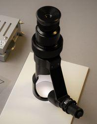 Hand-Mikroskop zur Untersuchung der Eindringspur