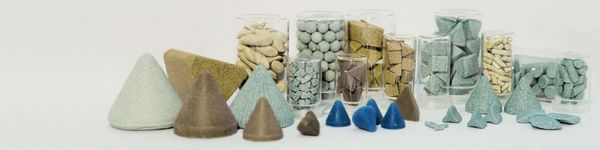 A selection of different grinding elements (chips) is shown.