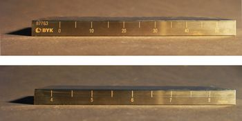 The scales of the grindometer are shown, with numbers in µm on the one hand and Hegmann values on the other.