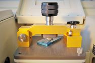 Fixation of a sample in the FT-IR (ATR) unit