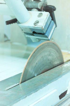 Nass-Trennschleifgerät mit Diamanttrennscheibe
