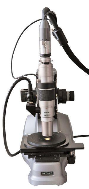 VH-Z500R Zoomobjektiv 500 - 5000 fache Vergrößerung, mit montierter CCD-Kamera