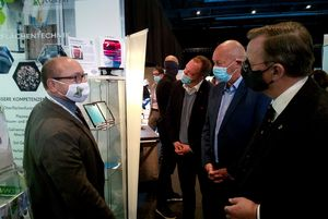 Minister-president Bodo Ramelow (DIE LINKE) asks about the air purifier developed by INNOVENT