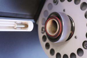 Netzsch DIL 402 C (RT bis 1600 °C) - Blick auf den Probenträger mit zurückgefahrenem Ofen