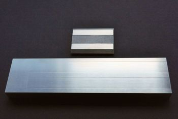 The Grindometer 50 µm made of stainless steel with associated squeegee is shown.