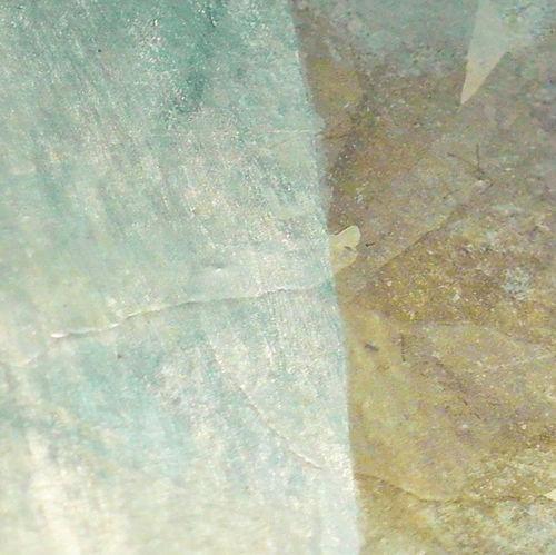 Gezeigt wird feuerverzinkter Stahl nach einem 10-tägigen Kondenswasser-Konstantklima-Tests (KK-Test), wobei links ohne und rechts mit Konservierung vorliegt.