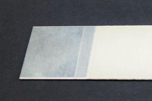 Aluminiumeinleger beschichtet mit wasserbasiertem Primer für hart/hart-Spritzguss-Verbunde
