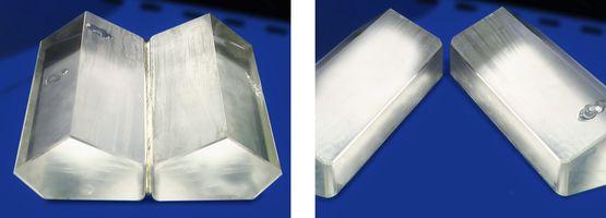 Gezeigt werden 2 verklebte Prismen (links), welche durch das entwickelte Verfahren schonend entklebt (rechts) wurden.
