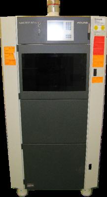 In dieser Abbildung ist der Xenotester Beta+ komplett abgebildet. Die Testkammer befindet sich oberhalb der Gerätemitte. Direkt über der Testkammer ist das Steuerungsdisplay angebracht.