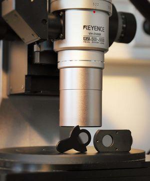 Zoomobjektiv 500 - 5000 fache Vergrößerung, mit zwei einsetzbaren Polfiltern