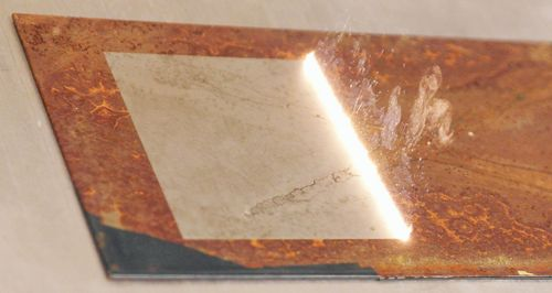 The picutre shows the laser cleaning of rusty steel to demonstrate the effectiveness of the cleaning process.