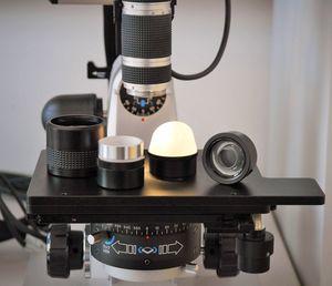 verschiedenen Beleuchtungsadaptern für das Zoomobjektiv (20-200x)